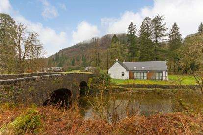 2 Bedrooms Detached House for sale in Strachur, Cairndow