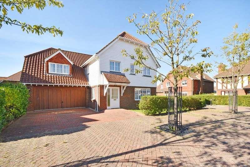 5 Bedrooms Detached House for sale in Petrel Way, Hawkinge, Folkestone, CT18