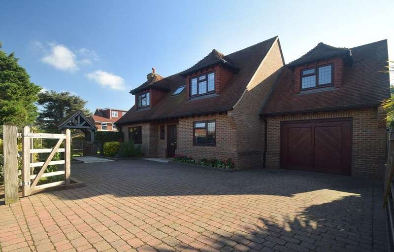 4 Bedrooms Detached House for sale in Dukes Meadow Drive, Hempstead, Gillingham , ME7