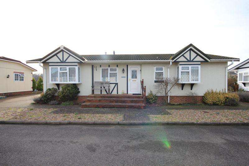 2 Bedrooms Mobile Home for sale in Half Moon Lane, Luton