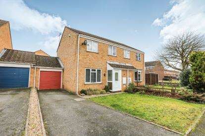 3 Bedrooms Semi Detached House for sale in Fir Tree Close, Flitwick, Beds, Bedfordshire
