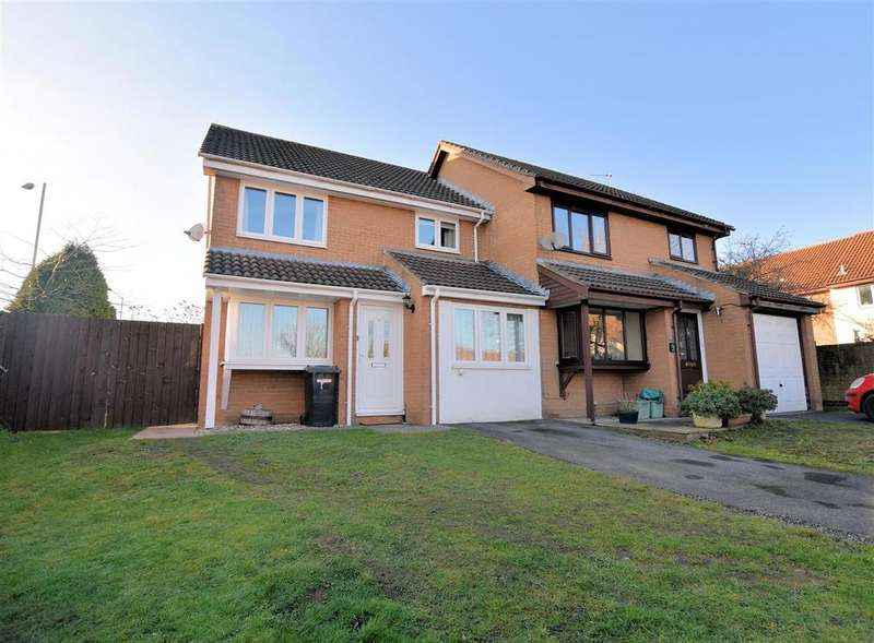 4 Bedrooms Semi Detached House for sale in Ashmere Close, Calcot, Reading