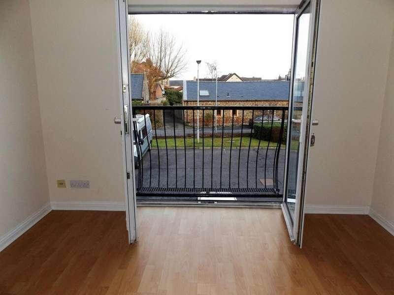 2 Bedrooms Flat for sale in Arranview Court, Irvine, KA12