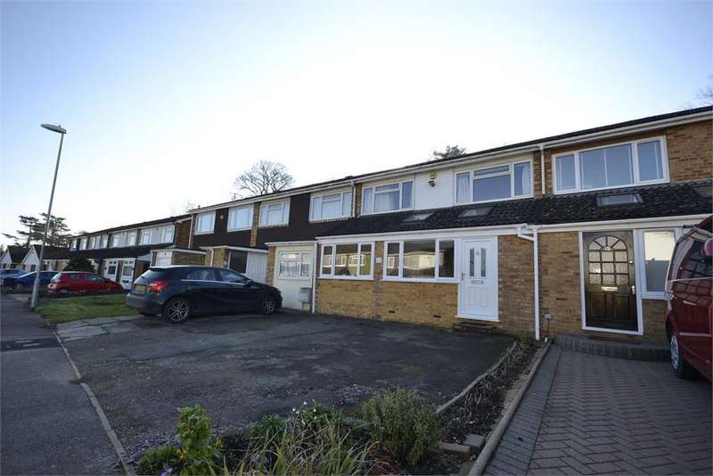3 Bedrooms Terraced House for sale in Gilbey Crescent, Stansted Mountfitchet