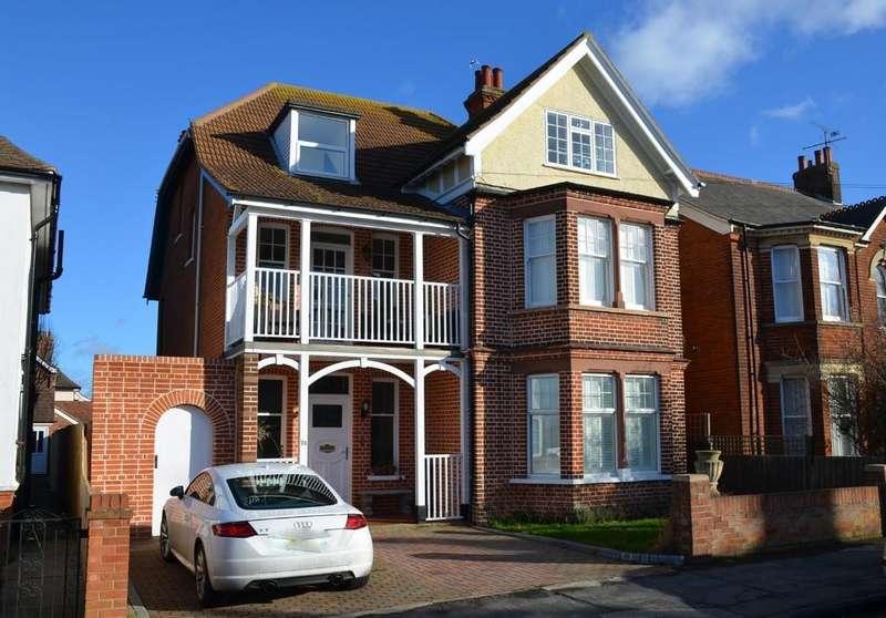 5 Bedrooms Detached House for sale in Cobbold Road, Felixstowe