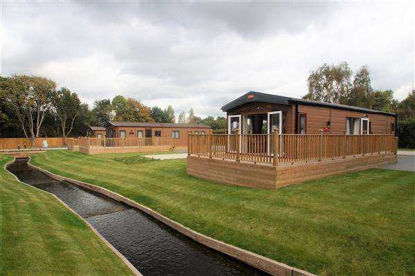 2 Bedrooms Detached House for sale in Colchester Holiday Park, Cymbeline Way, Colchester, CO3