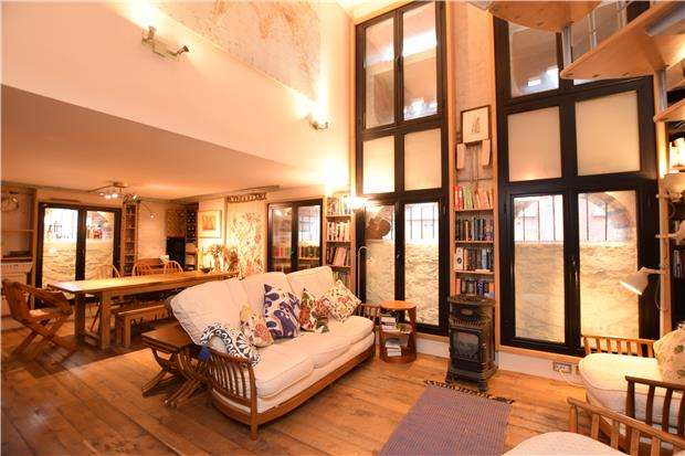 2 Bedrooms Maisonette Flat for sale in The Granary, Queen Charlotte Street, BRISTOL, BS1 4HQ