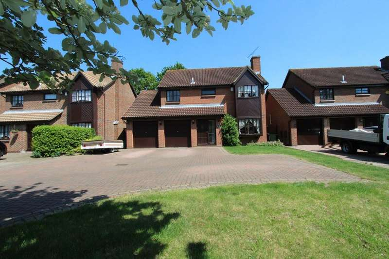 4 Bedrooms Detached House for sale in Rockingham Avenue, Hornchurch, RM11