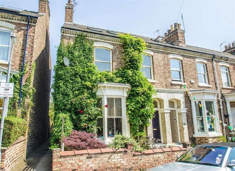 4 Bedrooms Terraced House for sale in Bewlay Street, York