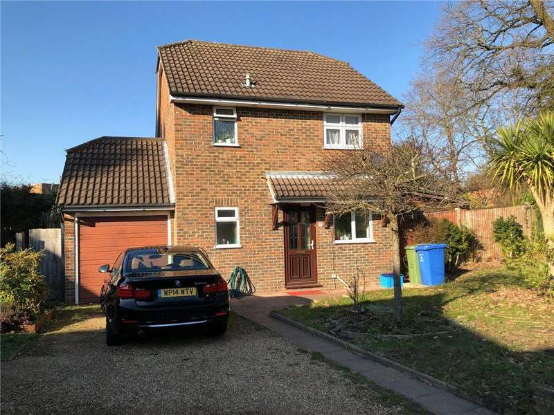 3 Bedrooms Detached House for sale in St. Christophers Place, Farnborough, Hampshire, GU14