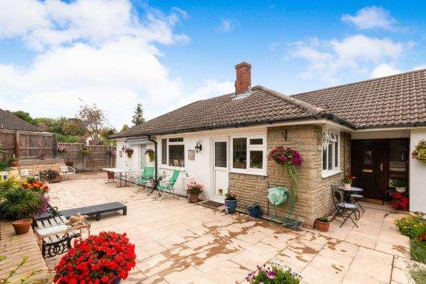 4 Bedrooms Bungalow for sale in Sherborne St. John, Basingstoke, Hampshire
