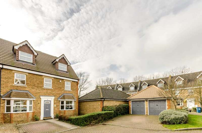 5 Bedrooms Detached House for sale in Pembroke Avenue, Pinner, HA5