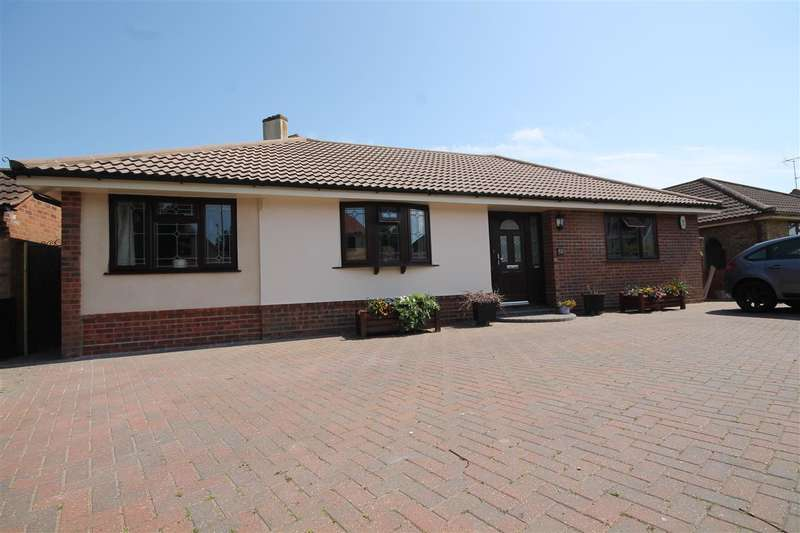3 Bedrooms Bungalow for sale in Holland Road, East Clacton