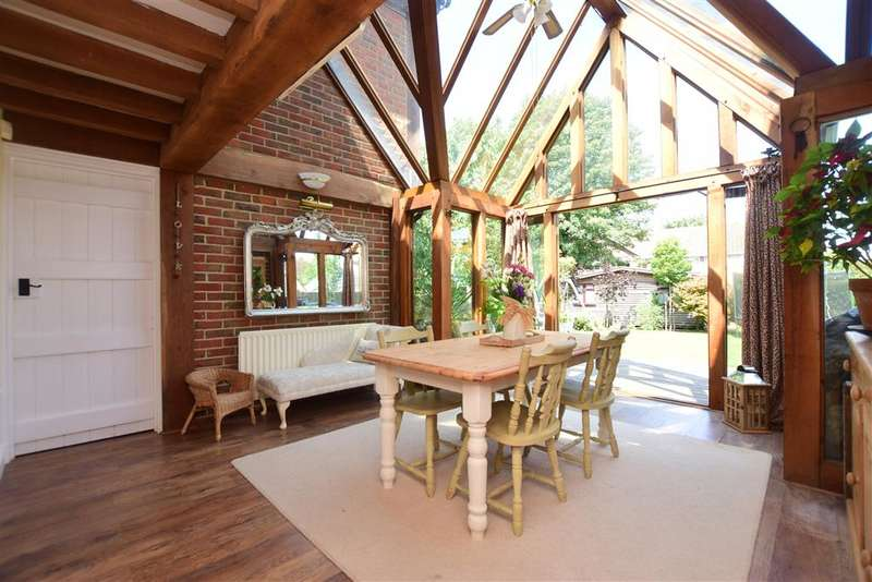 5 Bedrooms Detached House for sale in High Street, , Lyminge, Folkestone, Kent