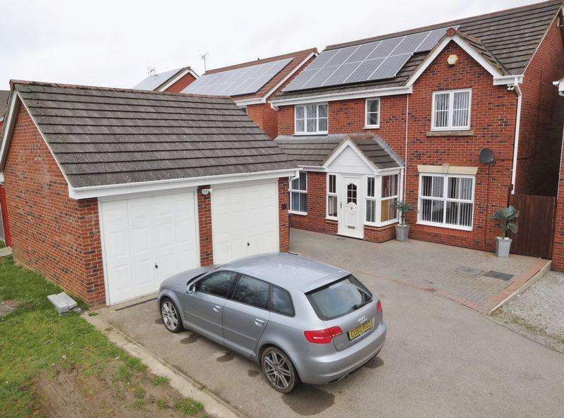 4 Bedrooms Detached House for sale in Buttercup Close, Corby