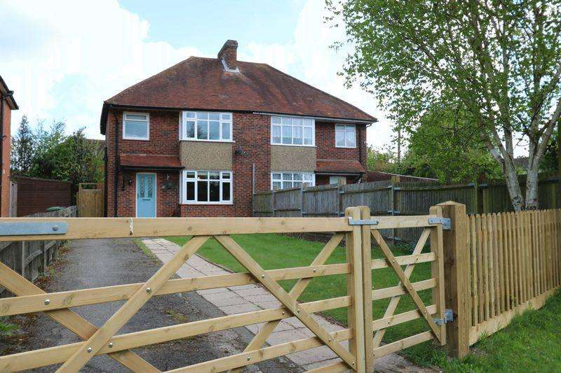 3 Bedrooms Semi Detached House for sale in The Crescent, High Wycombe