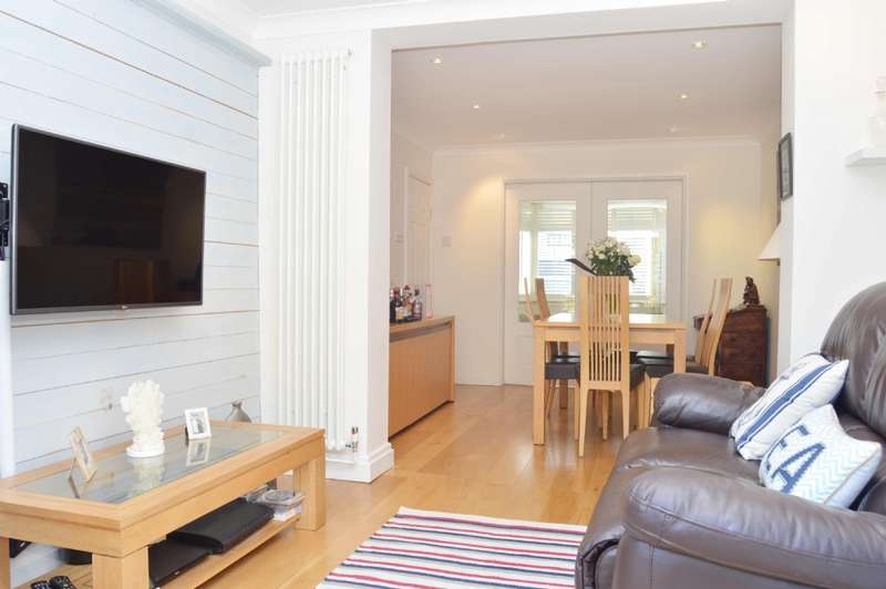 4 Bedrooms Semi Detached House for sale in Albany Road, Hornchurch