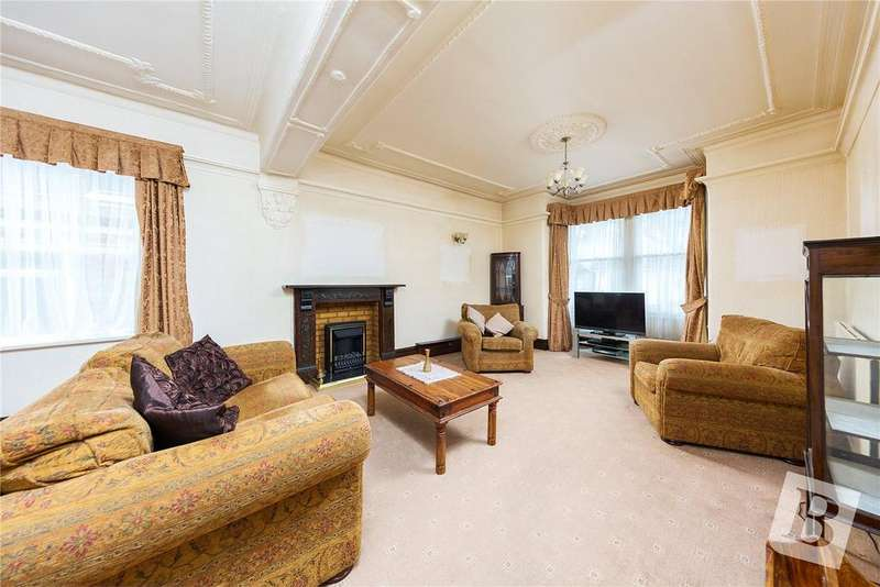 4 Bedrooms Semi Detached House for sale in Stanley Road, Hornchurch, RM12