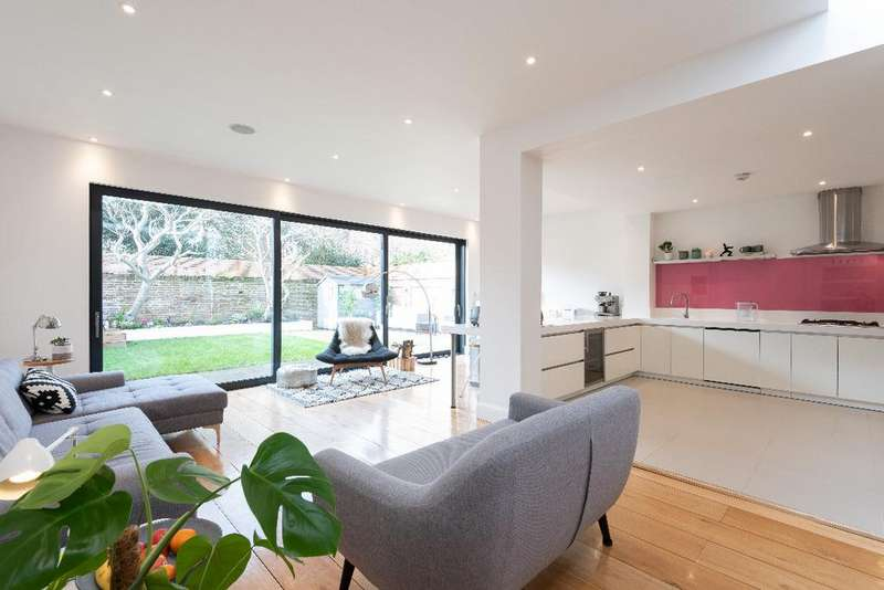 5 Bedrooms Detached House for sale in Vallance Gardens, Hove, East Sussex, BN3