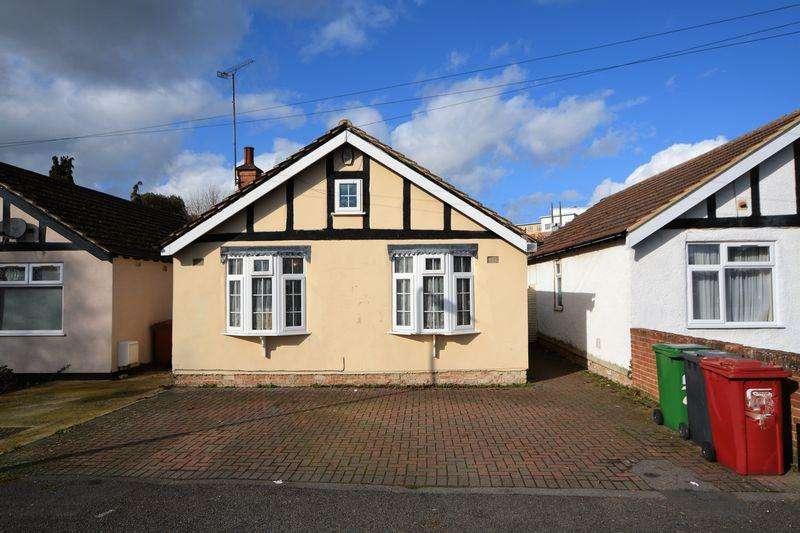 2 Bedrooms Bungalow for sale in Brook Crescent, Cippenham