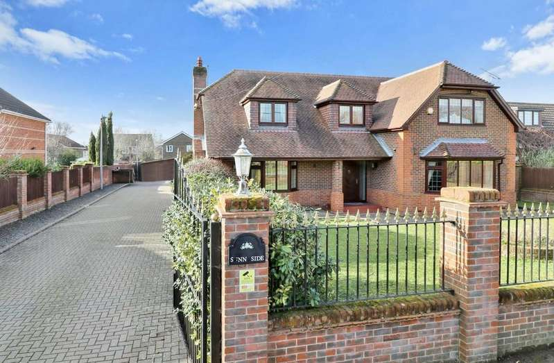 4 Bedrooms Detached House for sale in Botley Road, Horton Heath