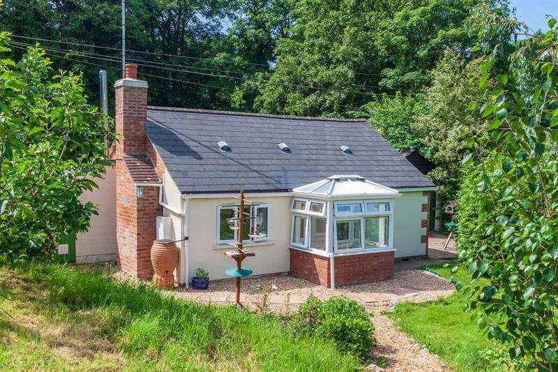 2 Bedrooms Detached Bungalow for sale in Cliffords Mesne, Newent