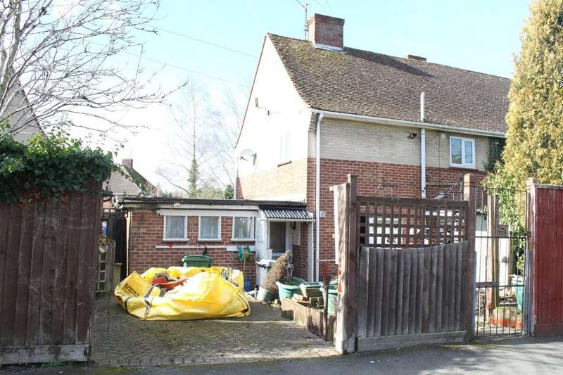 3 Bedrooms Semi Detached House for sale in Priory Avenue, Hungerford