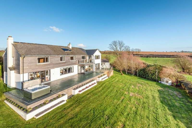 5 Bedrooms Detached House for sale in St. Martin, Looe