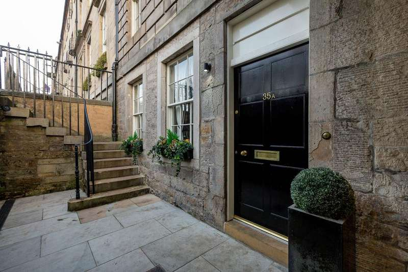 2 Bedrooms Apartment Flat for sale in Queen Street, New Town, Edinburgh EH2