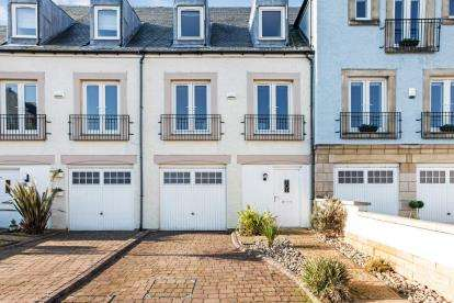 4 Bedrooms Terraced House for sale in Harbourside, Inverkip