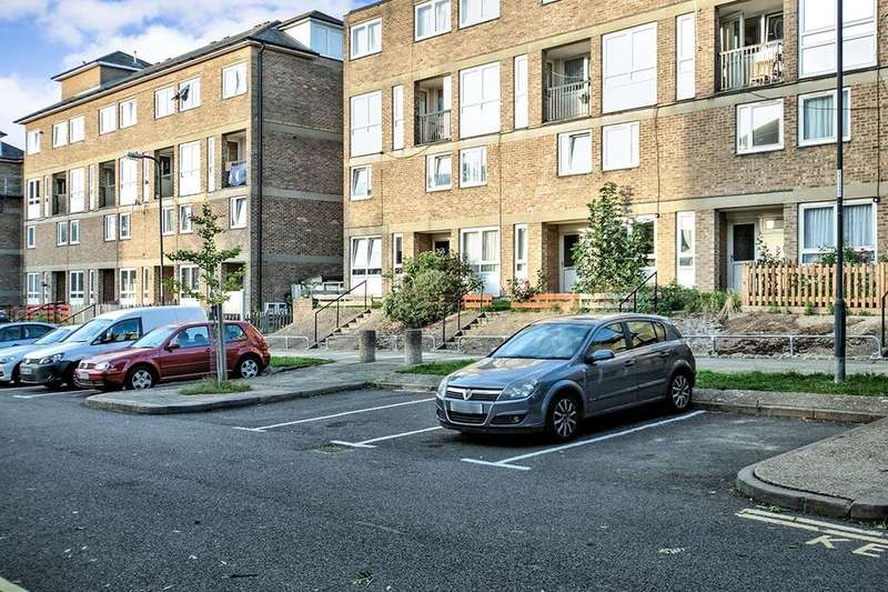2 Bedrooms Flat for sale in Flintmill Crescent, London, SE3