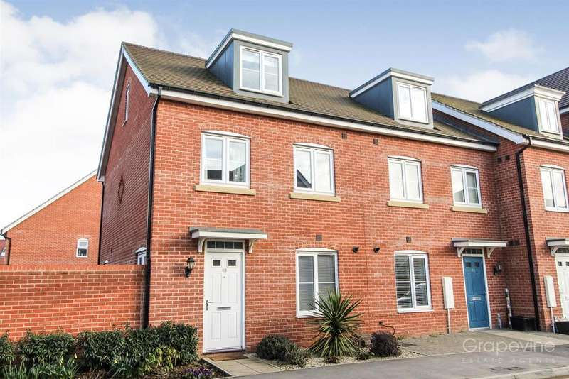 3 Bedrooms Town House for sale in Clover Rise, Woodley, Reading
