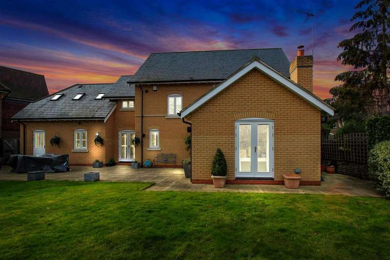 4 Bedrooms Detached House for sale in Clock House Place, Stanstead Abbotts, Ware