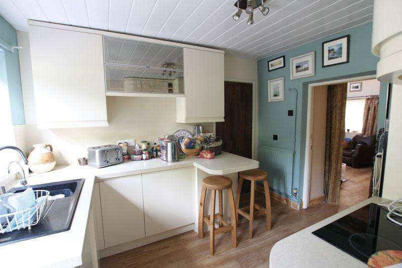 2 Bedrooms Bungalow for sale in Pentraeth, Anglesey