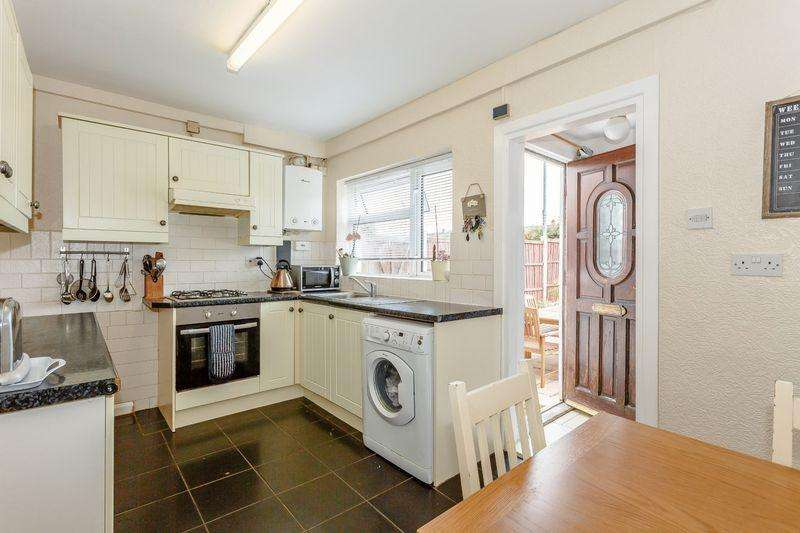 3 Bedrooms Semi Detached House for sale in Welland Park Road, Market Harborough