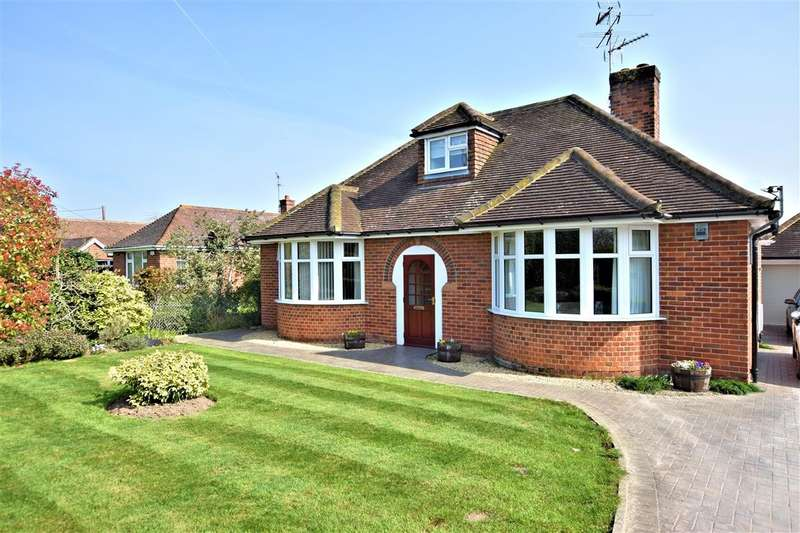 4 Bedrooms Detached Bungalow for sale in Oatlands Road, Shinfield, Reading, RG2