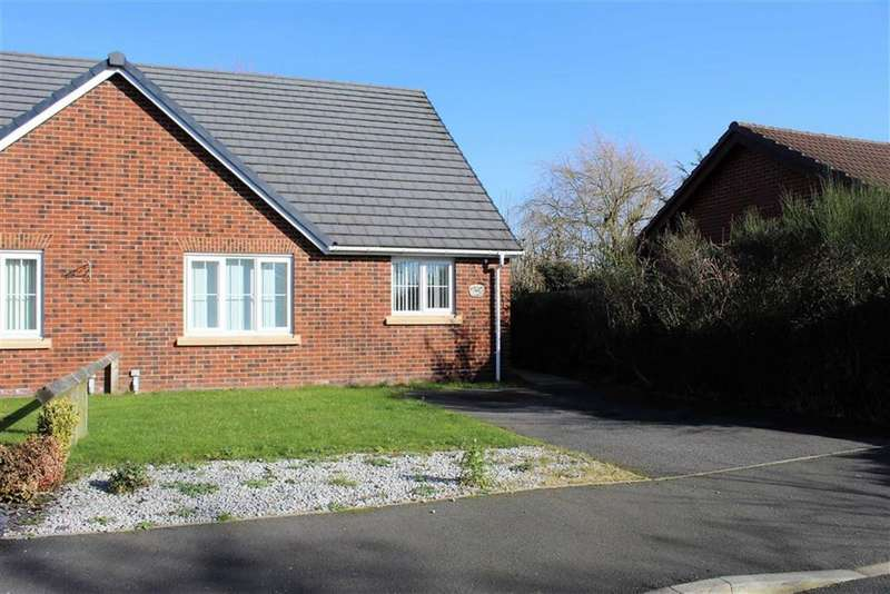 2 Bedrooms Semi Detached Bungalow for sale in Mowden Close, Oldham, Oldham