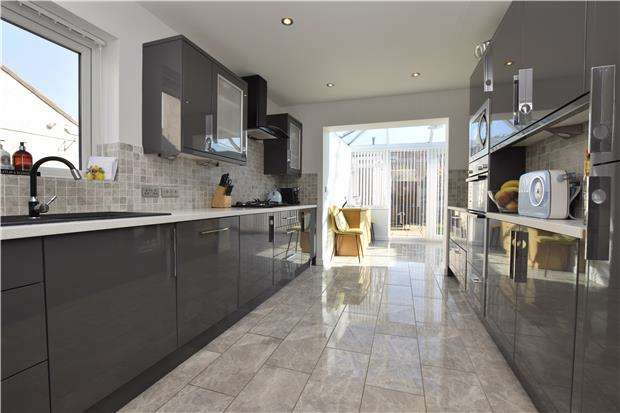4 Bedrooms Semi Detached House for sale in Mount Gardens, Hanham, BS15 8NY