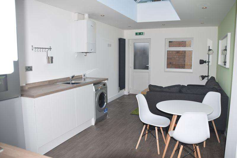 5 Bedrooms Terraced House for rent in 5 EN-SUITE STUDENT ACCOMMODATION - AMAZING