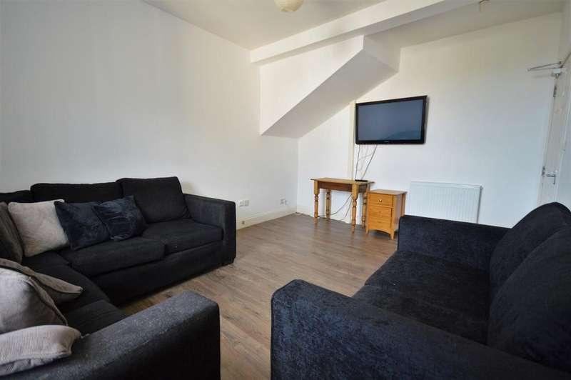 8 Bedrooms Flat for rent in Nicolson Street, Edinburgh EH8
