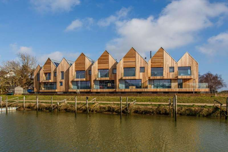 3 Bedrooms Town House for sale in Rock Channel Quay, Rye, East Sussex TN31 7DE