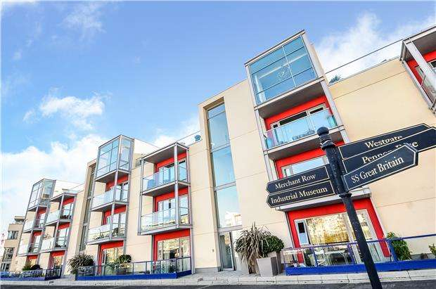 3 Bedrooms Flat for sale in Liberty Gardens, Caledonian Road, BRISTOL, BS1 6JW