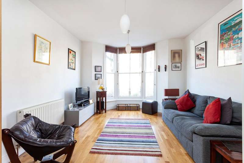 3 Bedrooms Flat for sale in Hanley Road, Stroud Green, London, N4