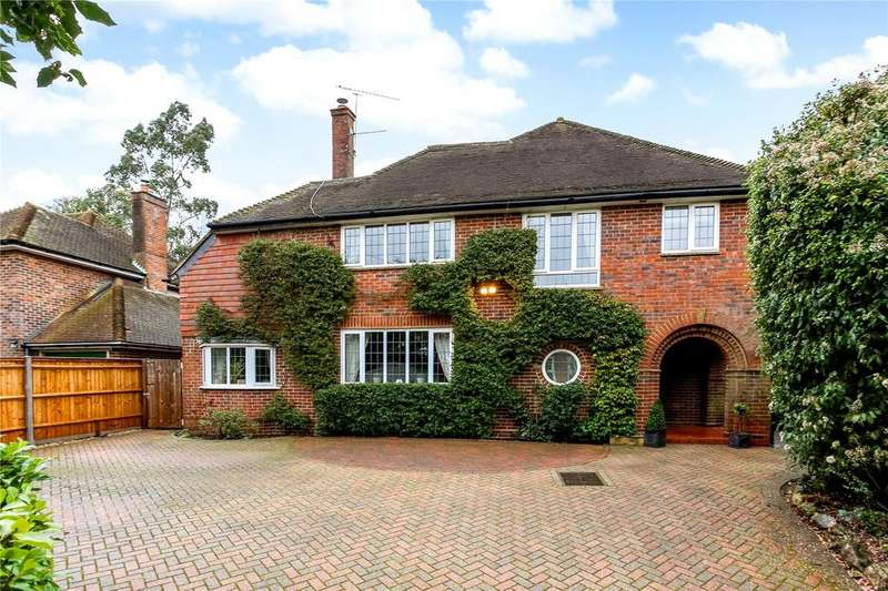 5 Bedrooms Detached House for sale in Manor Road, Aldershot, Hampshire, GU11
