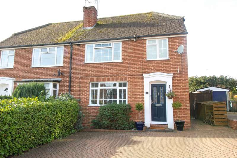 3 Bedrooms Semi Detached House for sale in Woodcote Way, Caversham, Reading, RG4