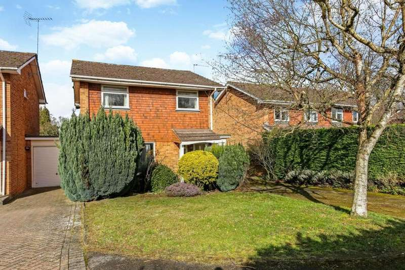 4 Bedrooms Detached House for sale in Cedar Drive, Sunningdale, Berkshire, SL5