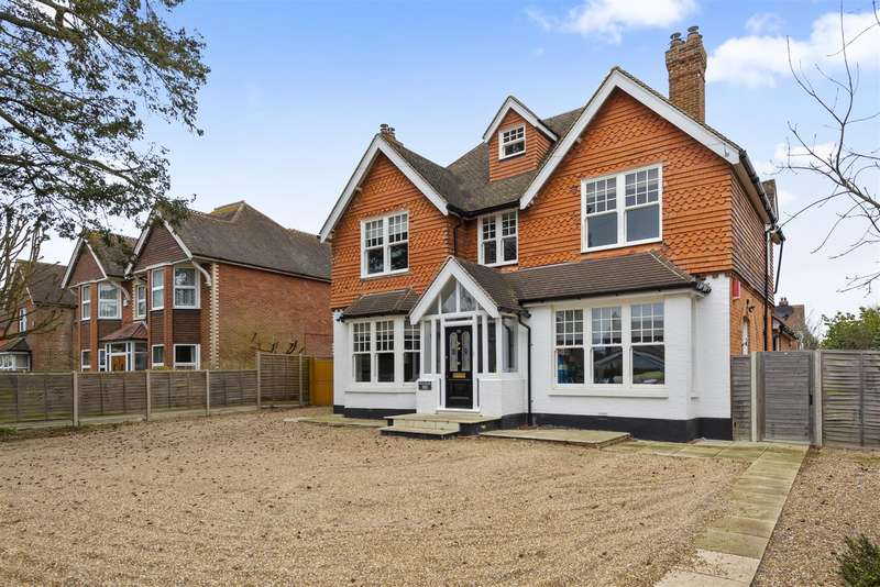 4 Bedrooms Detached House for sale in Massetts Road, Horley