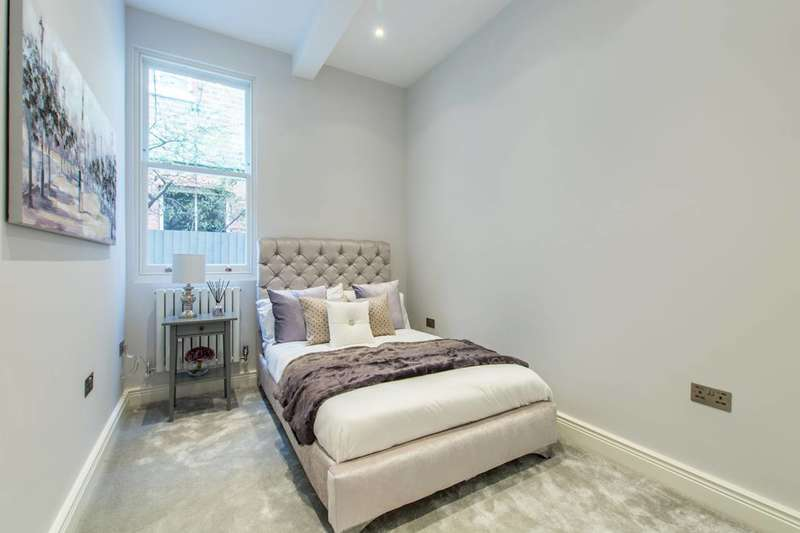 2 Bedrooms Flat for sale in Birch Grove, Acton, W3