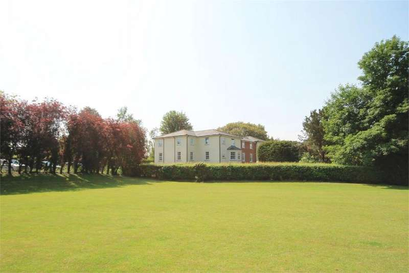 3 Bedrooms Apartment Flat for sale in Oxford Road, Donnington, Newbury, RG14