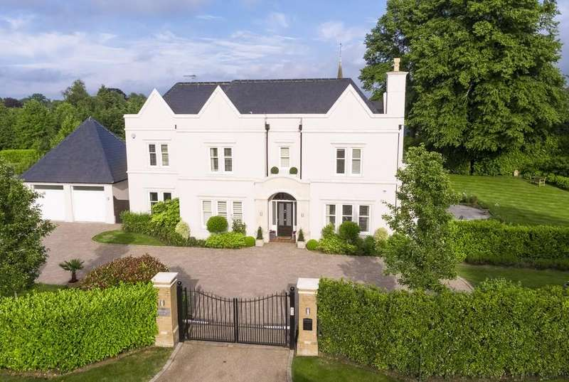 5 Bedrooms Detached House for sale in Woodland Way, Kingswood
